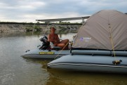 Side platform for inflatable boat